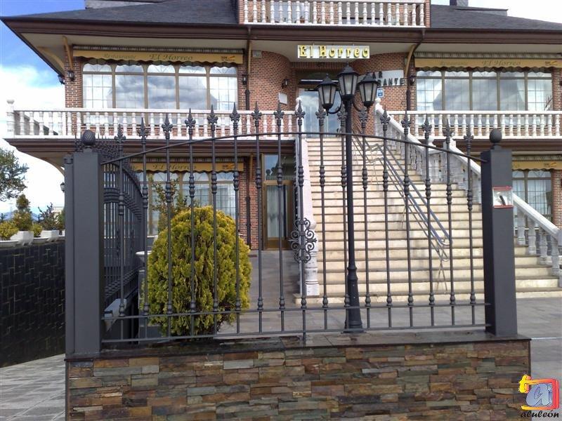 Visualizando imágenes del artículo: Barandillas/escaleras hierro-forja Nº25