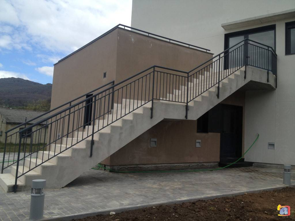 Visualizando imágenes del artículo: Barandillas/escaleras hierro-forja Nº51